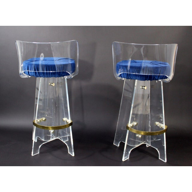1970s 1970s Vintage Mid Century Modern Hollywood Regency Lucite & Brass Swivel Barstools - a Pair For Sale - Image 5 of 9