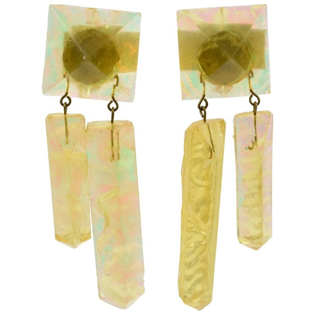 Oversized Italian Pearlized Yellow Ice Rock Lucite Dangling Clip on Earrings For Sale In Atlanta - Image 6 of 6