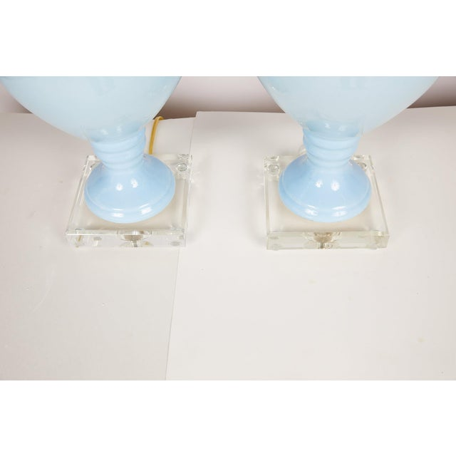 Hollywood Regency Pair of Blue Porcelain Urn Lamps on Lucite Bases For Sale - Image 3 of 10
