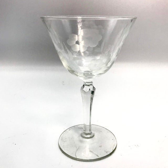 Charming wheel etched Wine Glasses with Daisy pattern from the early 20th Century by Seneca Glass