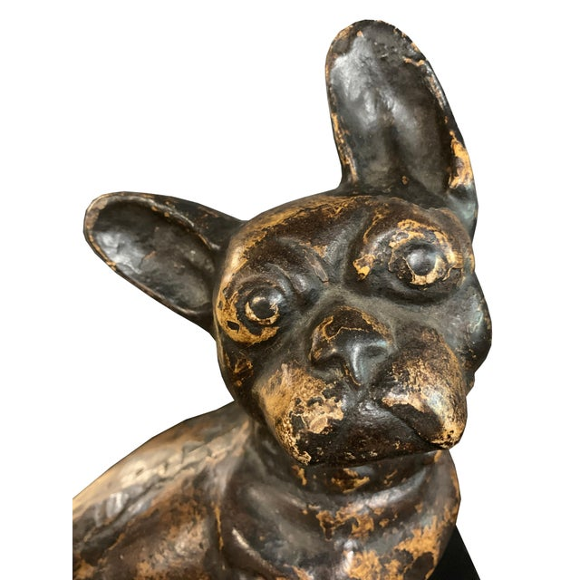 A luxurious dog statue to decorate your home with. Add a glamours flare with this gold sitting Fido