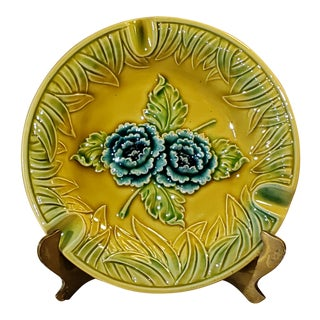 Japanese Porcelain Green and Yellow Majolica Blue Flowers Ashtray For Sale