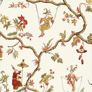 Sample - Schumacher Jester Caprice Wallpaper in Cream For Sale