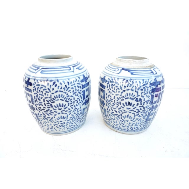 Chinoiserie Antique Kangxi Period Chinese Blue & White Porcelain Ginger Jars- a Pair || Double Ring Marked For Sale - Image 3 of 11