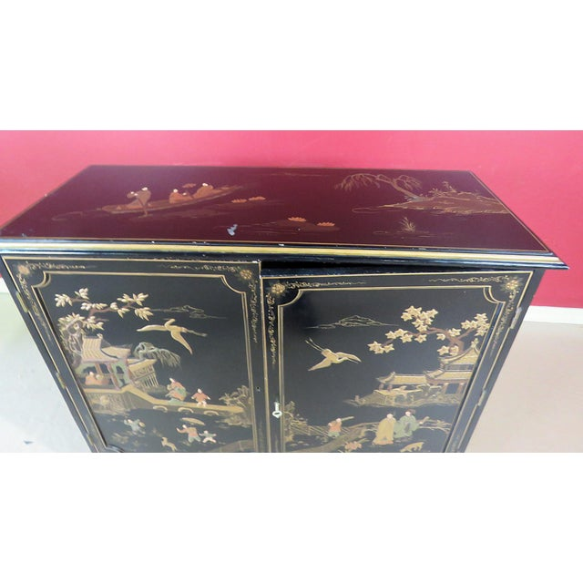 Late 20th Century Georgian Furniture Company Chinoiserie Commode For Sale - Image 5 of 10