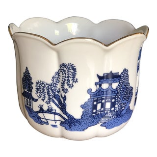 Late 20th Century Ceramic Blue Willow Planter For Sale