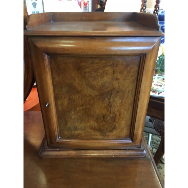English 1900s Antique English Burled Walnut Dressing Table With Oval Mirror For Sale - Image 3 of 7