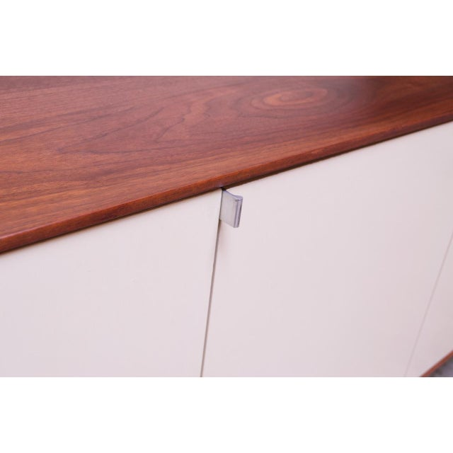 Vintage Florence Knoll White Lacquer and Walnut Model 541 Credenza / Cabinet For Sale - Image 10 of 13