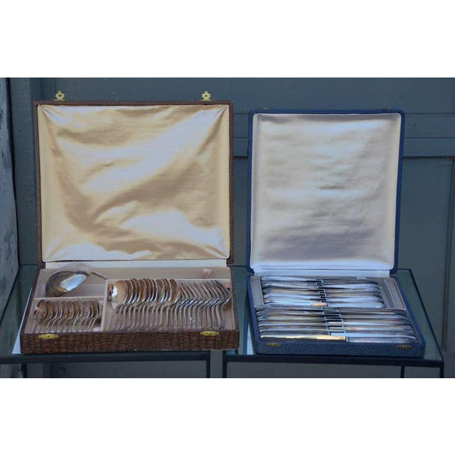 Set of Elegant Frech Art Deco Silver Tableware For Sale In Los Angeles - Image 6 of 10