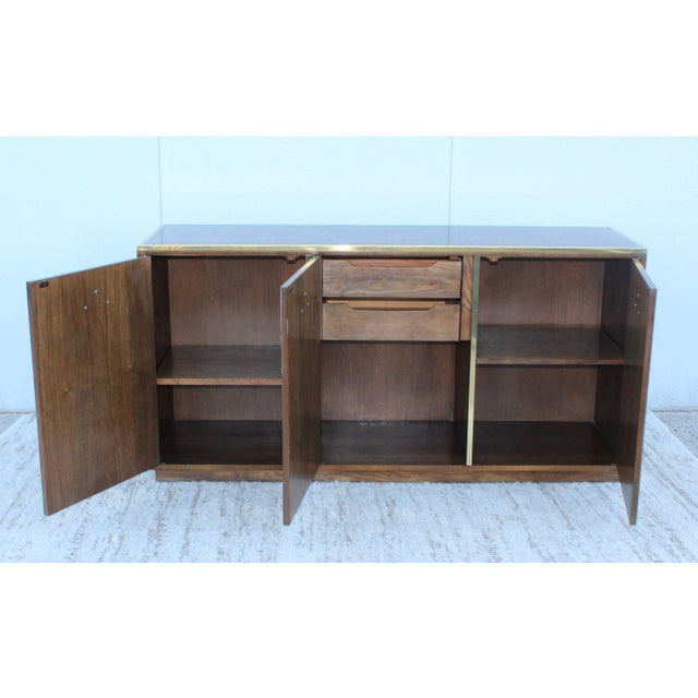 Mid-Century Modern Baker Credenza For Sale In New York - Image 6 of 11