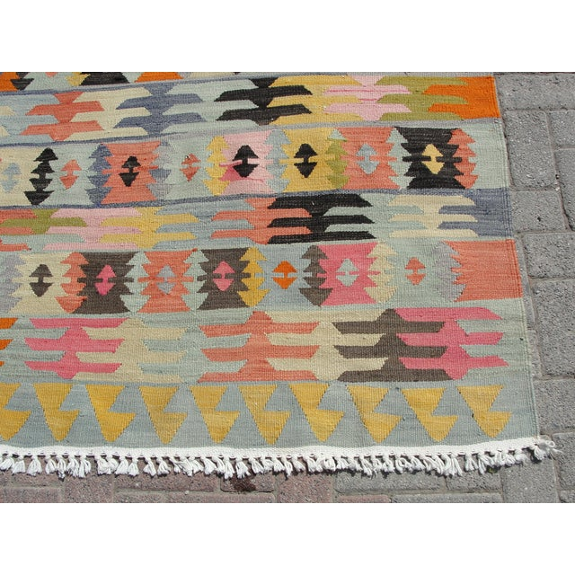 "Vintage Turkish Kilim Rug - 5'6"" x 8'1"" For Sale - Image 9 of 11"