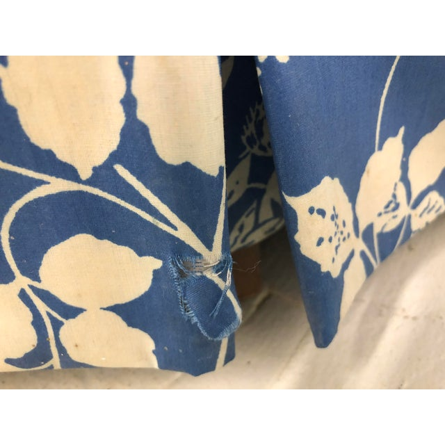 1970s 1970s Ethan Allen Hollywood Regency Chinoiserie Blue & White Floral Crescent Loveseat Sofa For Sale - Image 5 of 13