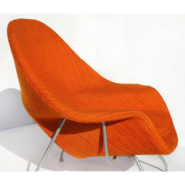 Eero Saarinen Womb Chair With Original Upholstery and Steel Frame For Sale In Miami - Image 6 of 12