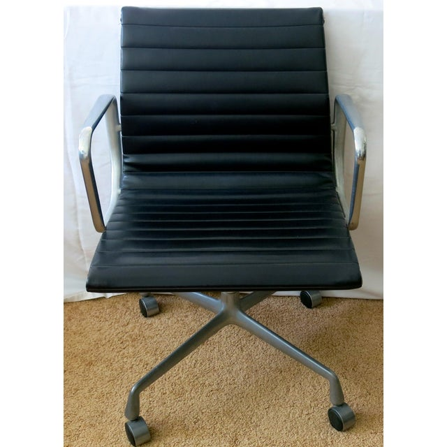 Eames-Herman Miller Aluminum Leather Group Management Chair For Sale - Image 6 of 13