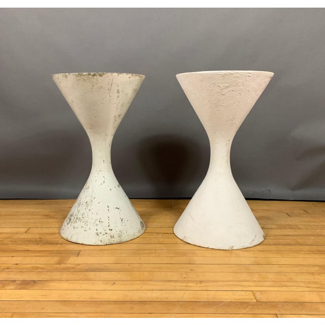"Willy Guhl Pair of 25"" Willy Guhl Diablo Hourglass Planters For Sale - Image 4 of 11"