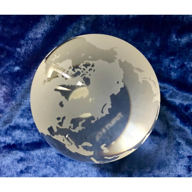 1980s Tiffany & Co Etched Crystal World Globe Paper Weight For Sale - Image 5 of 7
