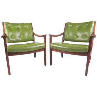 Pair of Mid-Century Modern Armchairs by Gunlocke For Sale