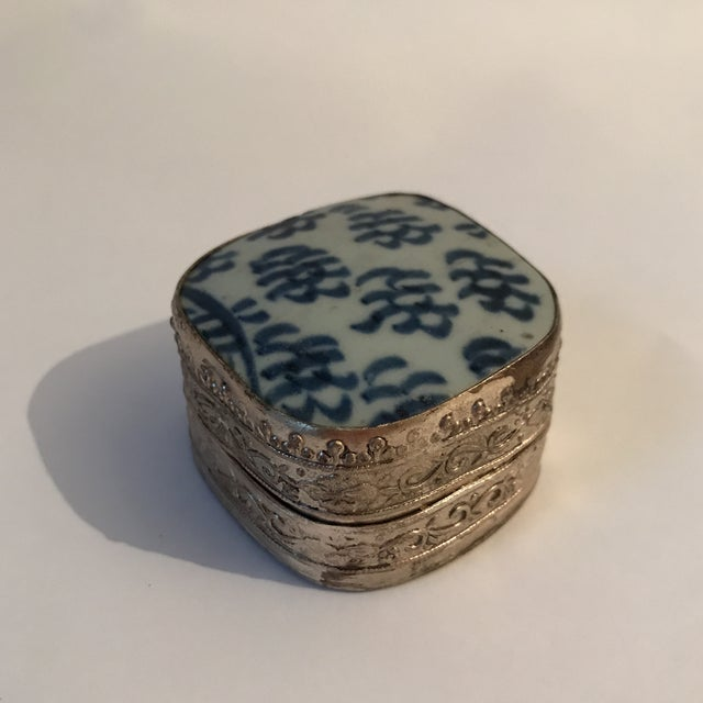 Vintage silver and hand painted Chinese export porcelain shard trinket or pill box.