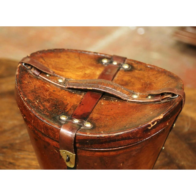 Mid-19th Century French Oval Pigskin Leather Top Hat Box From Paris For Sale - Image 4 of 11