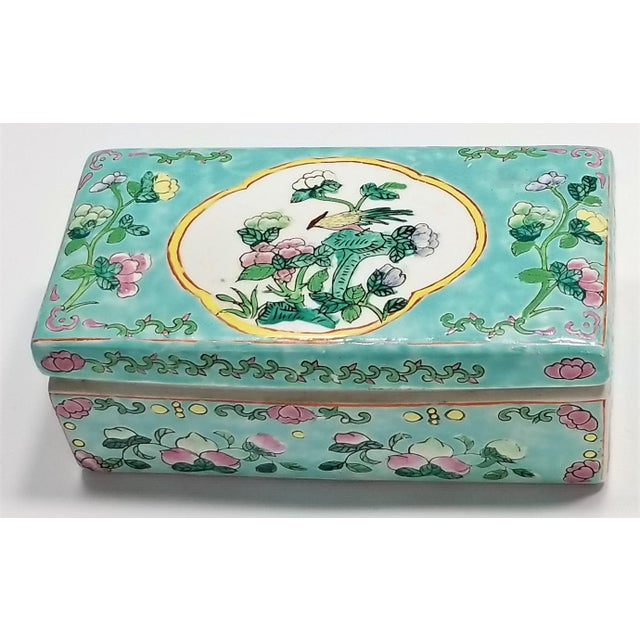 Offering a vintage Chinese Famille Rose porcelain lidded box, circa 1970s. This box is a nice larger size ceramic box and...