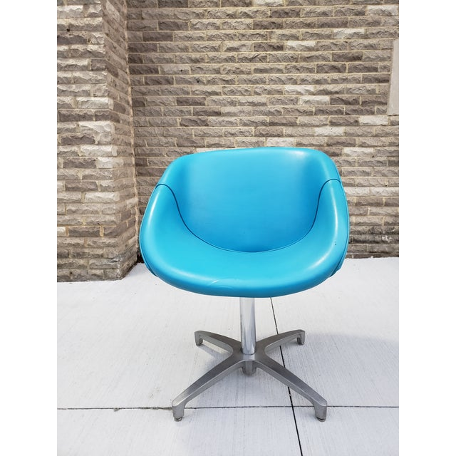 cf9ec7046 Mid-Century Modern vinyl swivel lounge chair in a beautiful turquoise blue  finish.Great
