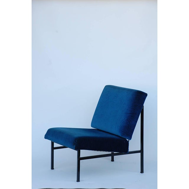 Mid-Century Modern Pair of 'Déclive' Velvet and Blackened Steel Slipper Chairs by Design Frères For Sale - Image 3 of 9