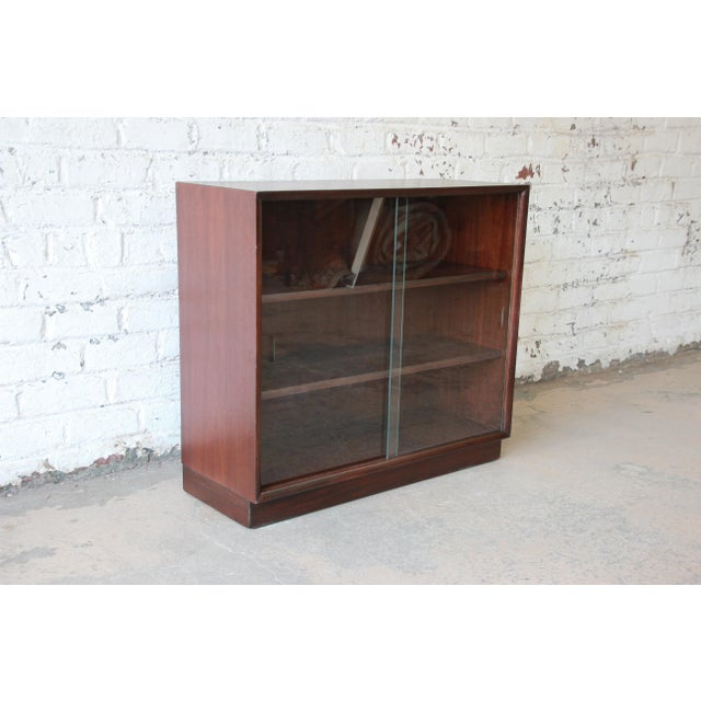 Contemporary Robsjohn-Gibbings for Widdicomb Mid-Century Modern Glass Front Bookcase For Sale - Image 3 of 10