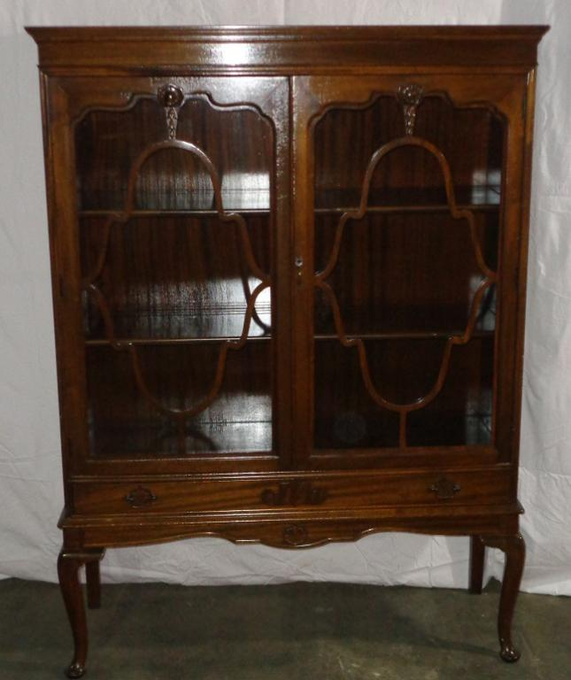 Delightful Queen Anne Mahogany China Cabinet   Image 2 Of 8