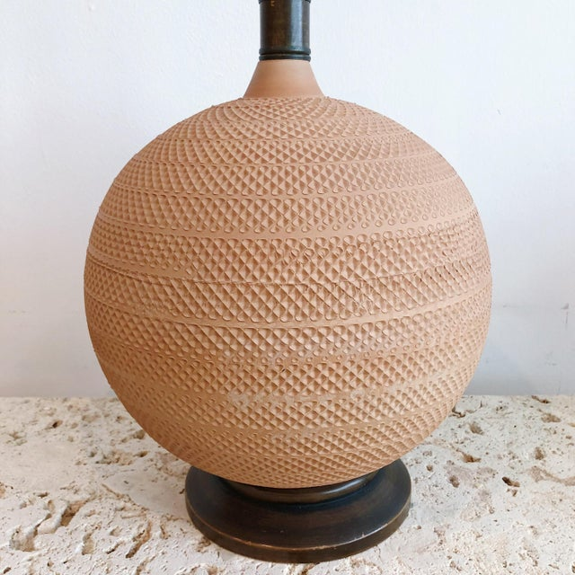 Mid-Century Modern Pair Vintage Mutual Sunset Incised Pottery Terra Cotta Spherical Lamps For Sale - Image 3 of 8