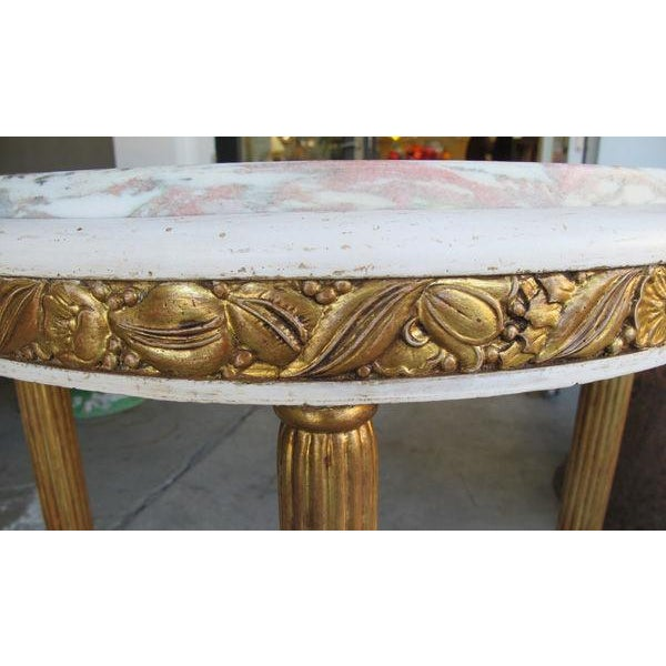 Art Deco French Art Deco Gessoed & Parcel-Gilt Circular Table w/Norwegian-Rose Marble Top For Sale - Image 3 of 4