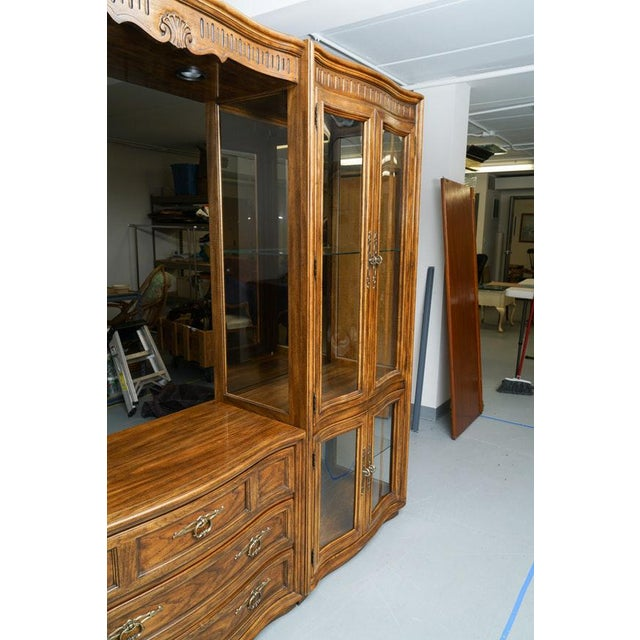 Glass Illuminated Neoclassical Wall Unit Storage Cabinet by Drexel-Heritage For Sale - Image 7 of 13