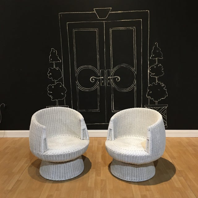 Two rattan tulip swivel chairs with the original upholstery. These are well built eero aamio style chairs. The cushion and...