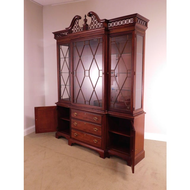 """Lexington """"The Palmer Home Collection"""" Large Mahogany Chippendale Style Breakfront For Sale - Image 11 of 13"""