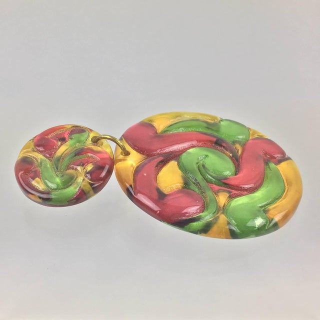 1980s Dangling Multicolor Huge Disk Lucite Clip on Earrings For Sale - Image 5 of 6