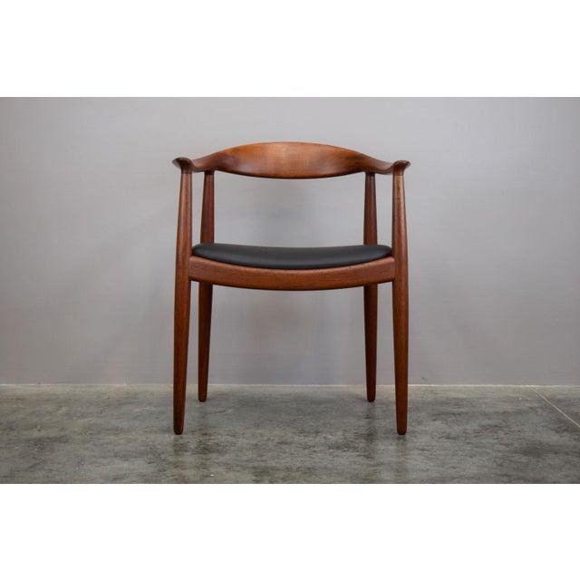 Danish Modern Early Hans Wegner for Johannes Hansen Jh-503 'The Chair' in Teak & Leather For Sale - Image 3 of 13