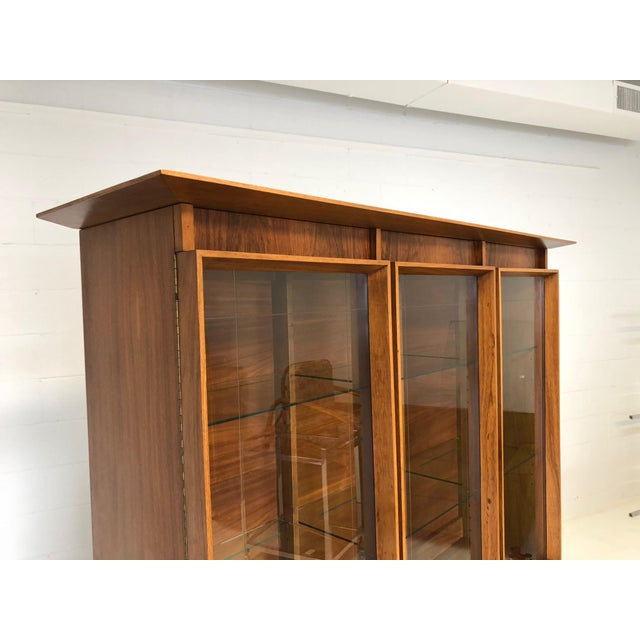 Mid-Century Modern Mid Century Modern Atomic Credenza and Hutch Display For Sale - Image 3 of 11