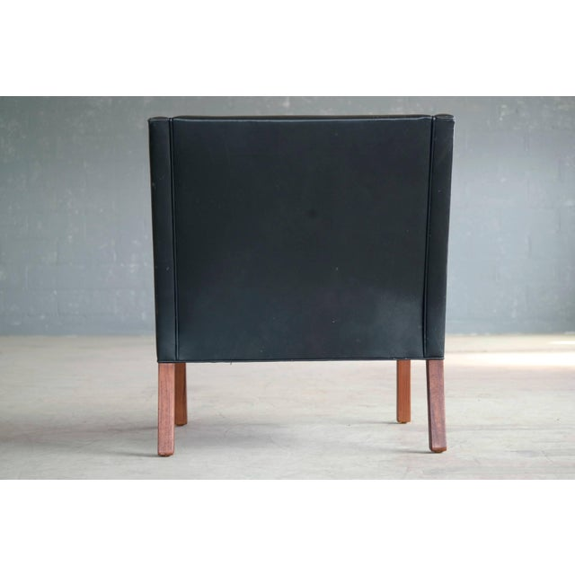 Borge Mogensen Model 2207 Lounge Chair in Black Leather and Teak for Fredericia For Sale In New York - Image 6 of 9