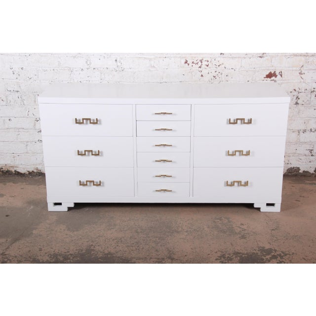 Mid-Century Modern Mid-Century Modern Hollywood Regency Chinoiserie White Lacquered Twelve-Drawer Dresser or Credenza, Newly Restored For Sale - Image 3 of 13