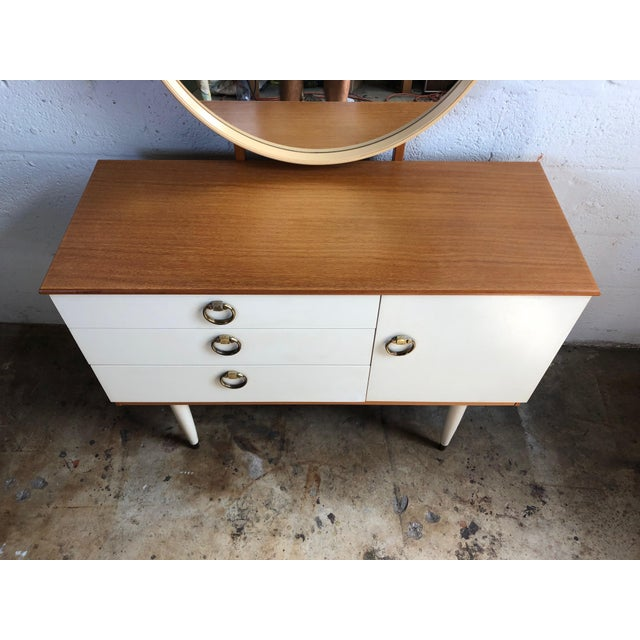 Vintage 1970s Mid Century Modern Vanity by Schreiber For Sale In Miami - Image 6 of 11
