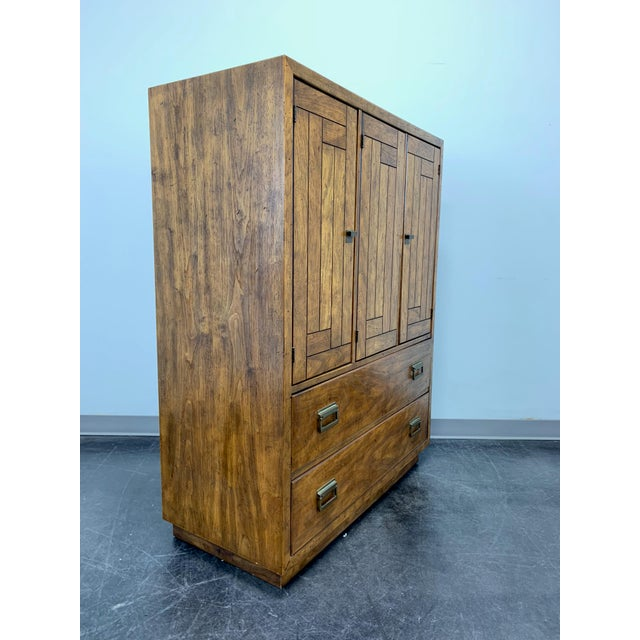 Campaign Drexel Heritage Woodbriar Pecan Campaign Style Gentleman's Chest / Armoire For Sale - Image 3 of 13