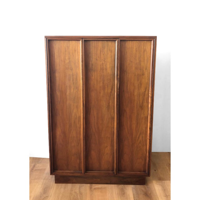 In near perfect condition, this tall gentleman's bureau has two doors that open to reveal lots of drawer storage. Also,...