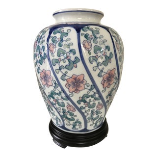 Vintage Chinoiserie Vase/Ginger Jar With Swirl Design For Sale