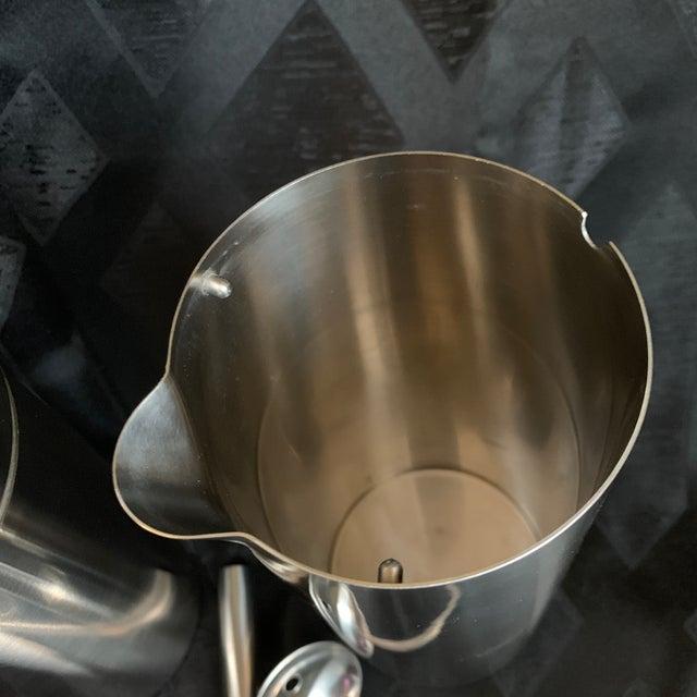 "1970s Danish Modern Arne Jacobsen for Stelton ""Cylinda"" Cocktail Barware Set of 6 For Sale - Image 12 of 13"