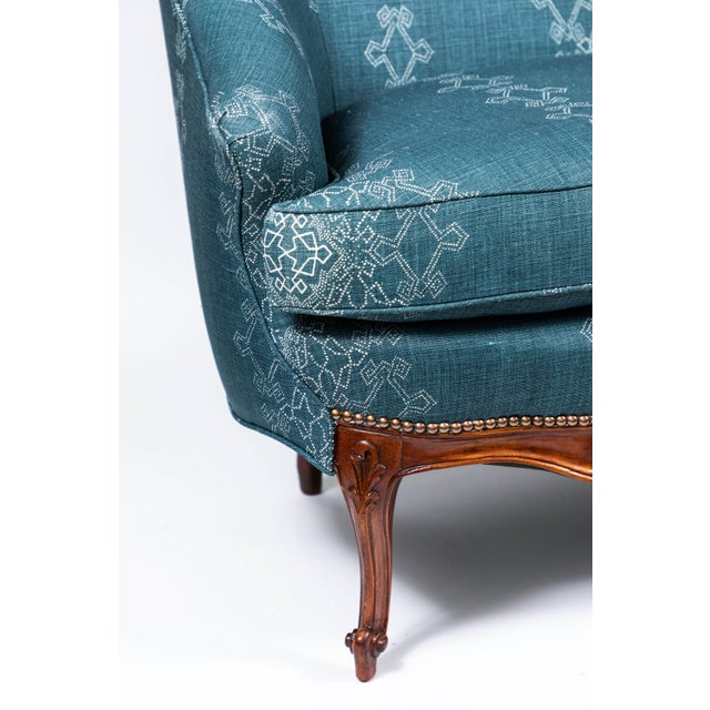 Queen Anne 1940s Settee With Three Queen Anne Style Front Legs and Carvings For Sale - Image 3 of 9