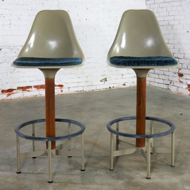 Pair of Burke Swivel Bar Stools Mid Century Modern Fiberglass Shell and Upholstered Seat Pads For Sale - Image 13 of 13