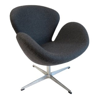 "Arne Jacobsen-Style Heather Gray Sheep's Wool Modernist ""Swan"" Chair For Sale"