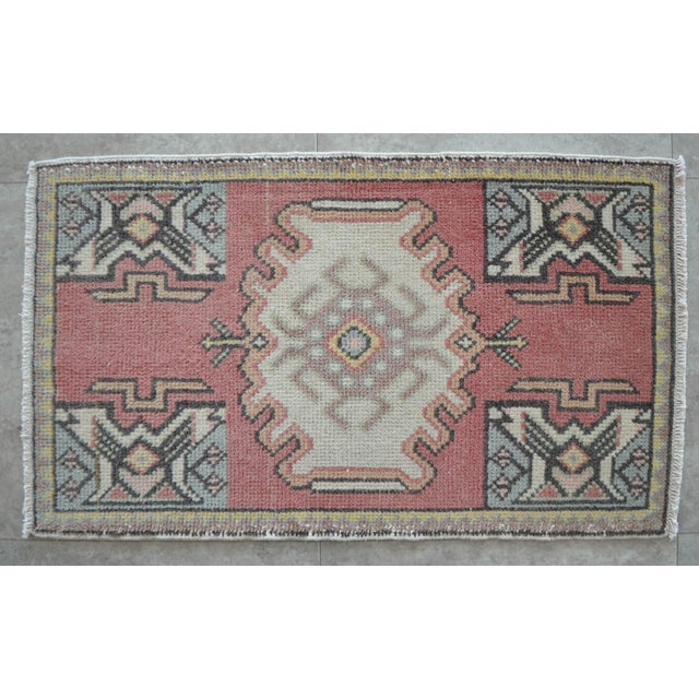 a Vintage small rug. Degraded rose red background color yastik rug perfect for a small guest bath, in front of the kitchen...