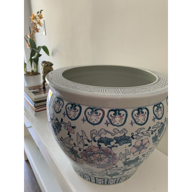 1970s Chinoiserie Porcelain Vase For Sale In Miami - Image 6 of 9