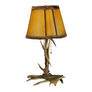 Early 20th Century Rustic Antler Desk Lamp with Deer and Virginia Deer Antlers For Sale