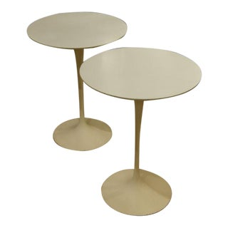Vintage Eero Saarinen for Knoll Round Side Tables - a Pair For Sale